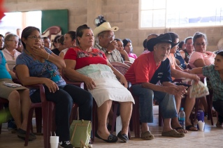 Photo of Santa Marta residents in the crowd at the Tribunal.